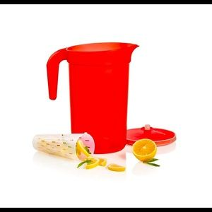 Tupperware 2-qt/2 L Pitcher with Infuser Insert